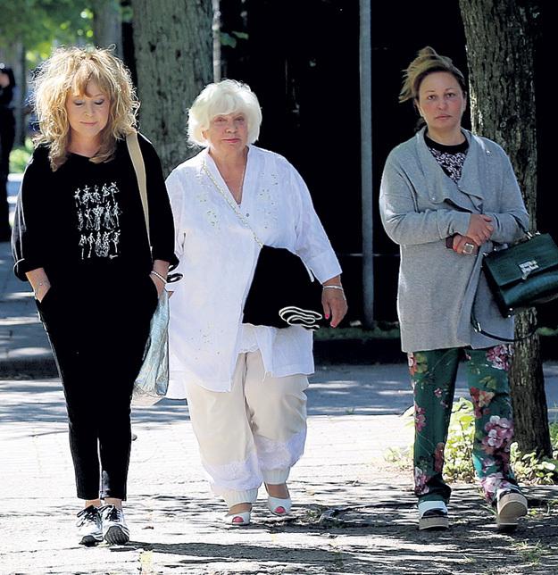 Мама Алла с подругами Алиной РЕДЕЛЬ и Аленой БУЙНОВОЙ регулярно устраивают променад по Юрмале