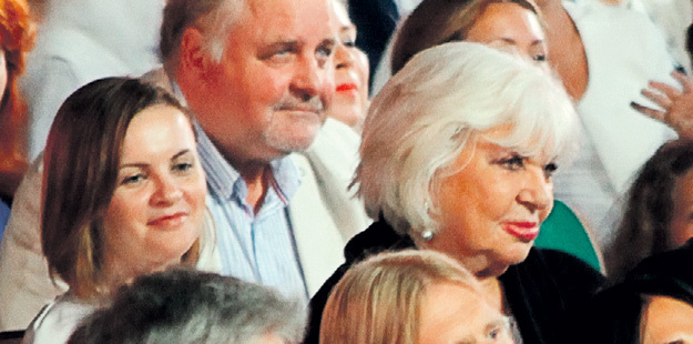Супруга композитора пришла на концерт с подругой ПУГАЧЁВОЙ - Алиной РЕДЕЛЬ