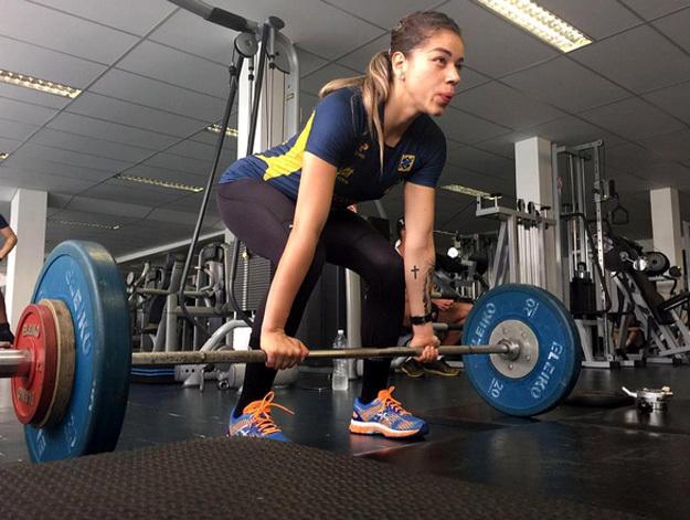 Гандболистка Джессика КВИНТИНО из олимпийской сборной Бразилии силовые упражнения считает отличным средством для поддержания фигуры