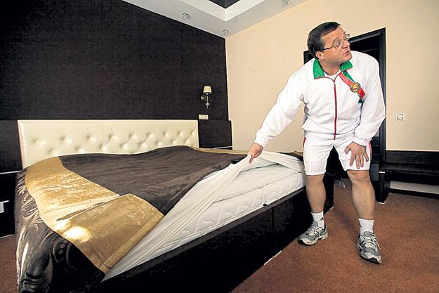 Олег ШЕПЕЛЬ ради комфорта своих паралимпийцев готов всё вверх дном перевернуть. Фото с сайта news.tut.by