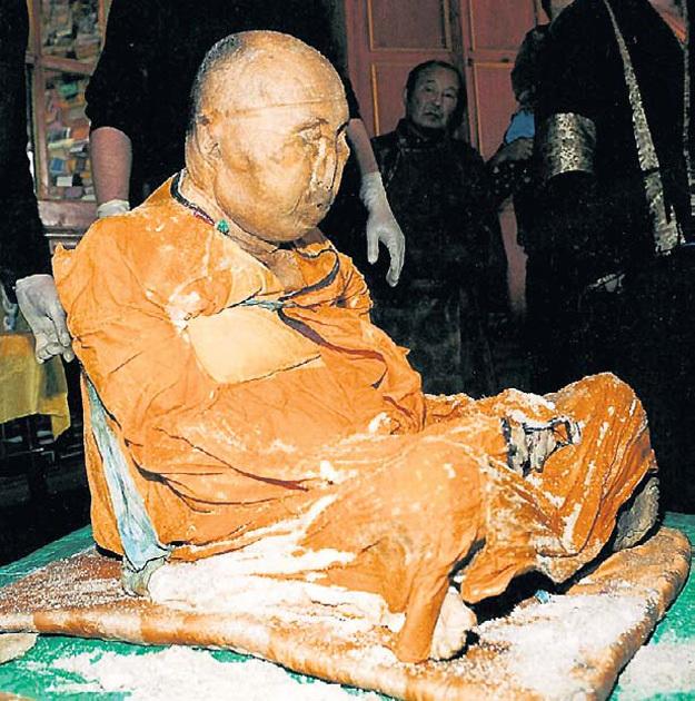 Хамбо-лама застыл между жизнью и смертью. Фото с сайта factika.ru