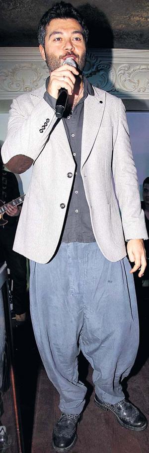Согласитесь, в этих весёлых штанишках Алексей ЧУМАКОВ совсем не брутален