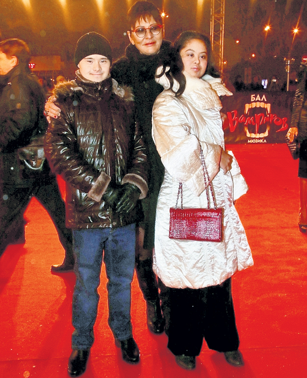 ХАКАМАДА с дочкой Машей и её бойфрендом Владом