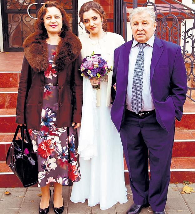 Краснодар, 3 ноября 2016 года. Алия и её родители в день свадьбы. Фото: Instagram.com