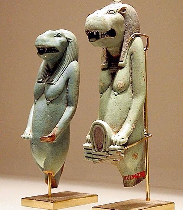 Во всех древних культурах массово встречаются фигуры божеств в виде полулюдей-полурептилий
