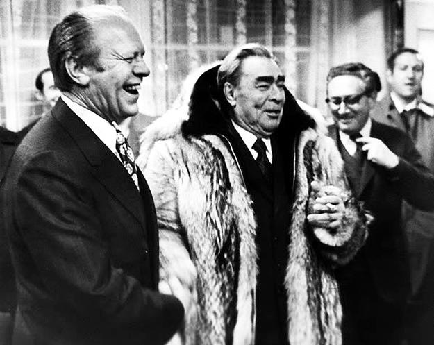 Встреча Леонида БРЕЖНЕВА с американским президентом Джеральдом ФОРДОМ прошла на высшем уровне: с водочкой, икоркой и охотой