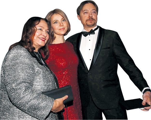 Племянник БОНДАРЧУКА Иван БУРЛЯЕВ (он написал музыку для фильма) на премьеру пришёл с женой Юлией и мамой - Натальей БОНДАРЧУК