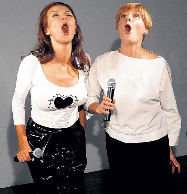 Эвелина и Анна раскатали губы