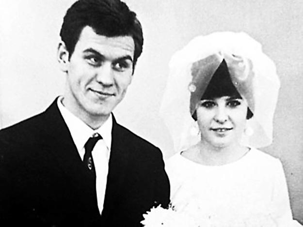 В первый раз Валерий женился ещё в студенческие годы. Фото из личного архива