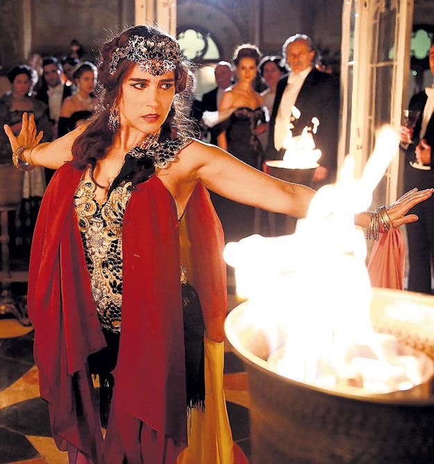 В роли Маты ХАРИ снялась 35-летняя французская актриса Ваина ДЖОКАНТЕ
