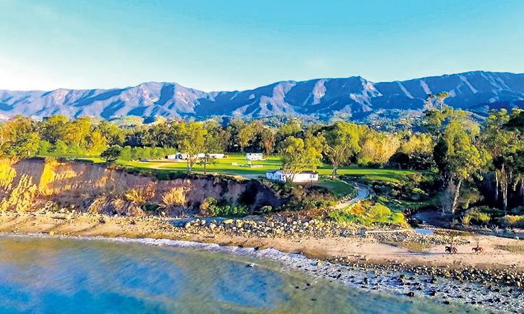 Даже 150-метровый частный пляж не сделал поместье в Монтечито для семейства Кевина КОСТНЕРА более привлекательным