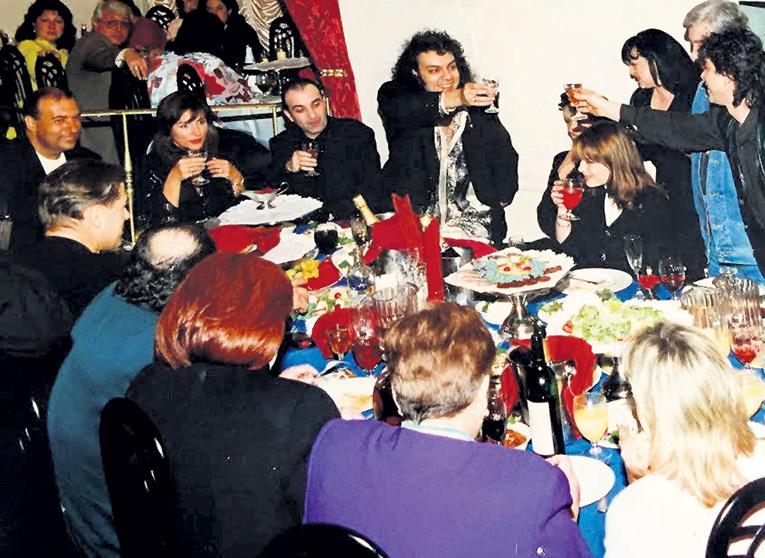 На празднике после творческого вечера Игоря КРУТОГО в ресторане «Лидо» у Милен КОН собрались все участники шоу