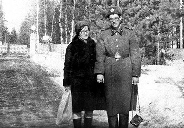 Во время срочной службы Андрея в Кутаиси навещала мама
