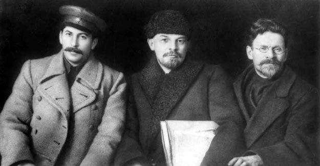 Сталин, Ленин и Михаил Калинин (снимок сделан во время VIII съезда партии в марте 1919 года). Фото: Википедия