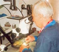 ОПЫТНЫЙ МАСТЕР: штамповки для новых монет и наград - его ручная работа