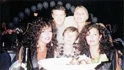 СЕРГЕЙ АРТЕМЬЕВ: с женой, мамой и певицами сестрами Роуз