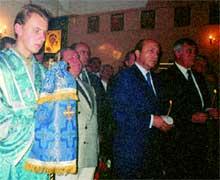 ПАНИХИДА: Игорь Иванов стоял со свечой час, не шелохнувшись
