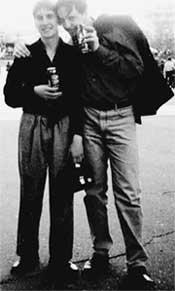 САНЕК ВОРОТНОВ (слева): поплатился за искреннюю голубую любовь
