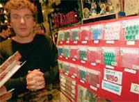 ИВАН ШАПОВАЛОВ: балдеет в магазине, где продаются аксессуары для фриков