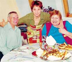 В ГОСТЯХ У ЗВЕЗДЫ: Артемьева с папой Витей и мамой Машей