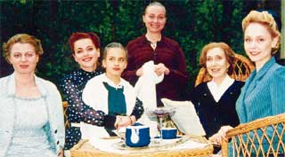 МАРЬЯНА ШУЛЬЦ, ОЛЬГА БУДИНА, МАРИНА ЯКОВЛЕВА, ИННА ЧУРИКОВА, ЕКАТЕРИНА НИКИТИНА: последнее застолье женской половины семьи Градовых