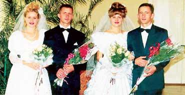 ДВЕ ПАРЫ КРИВАСОВЫХ: старались быть непохожими хотя бы на свадьбе