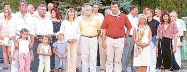 ПРИЛИПАЛЫ: президенты Украины, Польши, Литвы и Грузии примазались к славе Йовович (крайняя справа)