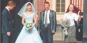 СВАДЬБА С ПРОСТИТУТКОЙ: глядя на счастливую пару, никто и не догадается, что «невеста» выходит замуж несколько раз в неделю