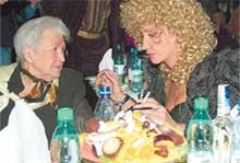 ИРИНА АЛЛЕГРОВА С МАМОЙ: Серафима Сосновская прекрасно выглядит в свои 80 лет