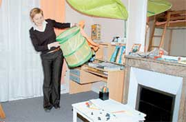 УБОРКА В КОМНАТЕ АЛИЧЕ: игрушки хранятся в специальной корзине