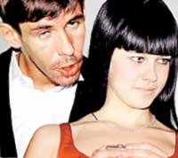 РОМАНТИКА: Панин нашептывал на ухо скромной девушке всякие глупости...