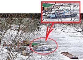 ПРИЧАЛ В ДЖОЙСКОЙ СОСНОВКЕ: приютил любимый двухпалубный кораблик Дерипаски