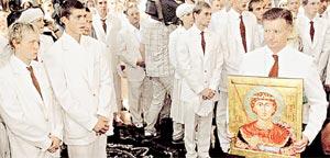 ВСЯ НАДЕЖДА НА СВЯТОГО ГЕОРГИЯ: Леонид Тягачев благословляет его иконой Олимпийскую сборную