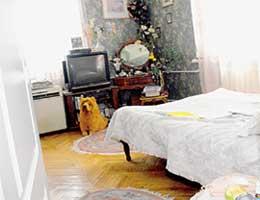 СПАЛЬНЯ: кассеты с фильмами Филатова Нина Сергеевна смотрит перед сном