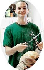 ВКУСНЕНЬКОЕ ДЛЯ НЕВЕСТЫ: пригласив Ольгу домой, Ариф блеснул кулинарным талантом, приготовив сочную индейку