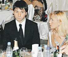 НА ВЕЧЕРИНКЕ: напитков было много, а пил Сергей мало