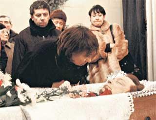 У ГРОБА: любимая супруга Наталья Федоровна