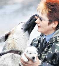 СВЕТЛАНА ПУТИНЦЕВА: овчарка Эфа просит ее быть поаккуратней со щенком