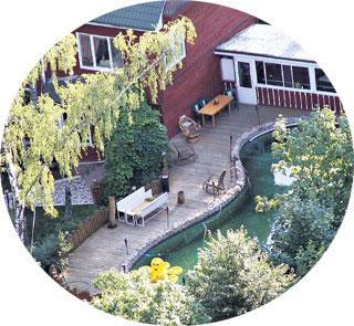 МЕСТО РЕАБИЛИТАЦИИ: Александр Гаврилович будет дышать свежим воздухом, сидя в кресле-качалке, и плавать в бассейне с любимым желтым осьминогом