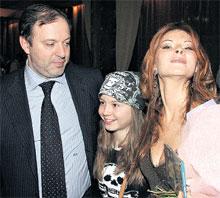 ЭКОЛОГИЧЕСКАЯ СЕМЕЙКА: папа Олег, дочка Алиса и мама Люда