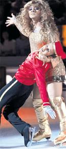 ПЕТРОВА И ГАЛУСТЯН: этим танцем покорили Аллу Пугачёву (фото icesymphony.org)