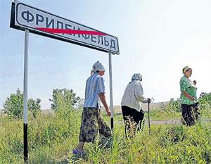 ДНЕВНОЙ ДОЗОР: Лидия Павловна (справа) повезёт в Москву недобрые вести