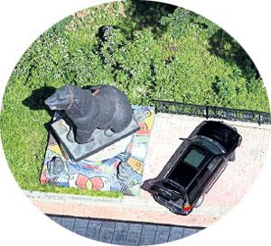 3. Памятник медведю из цветного метала