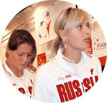 ДИНАРА САФИНА (СЛЕВА): на Олимпиаде будет играть за Россию вместе с Марией Шараповой (справа)