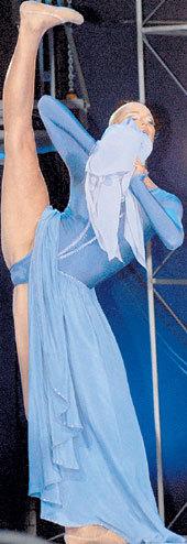 Этим невероятным шпагатом балерина свела с ума не одного мужчину