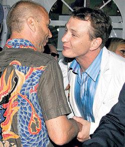 Ещё недавно БАШАРОВ часто приходил в гости к ЖУЛИНУи НАВКЕ, и мужчины не скрывали своих добрых чувств к друг другу