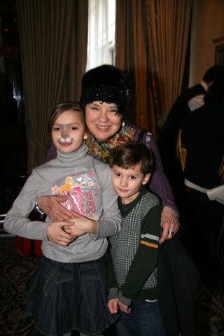 Лариса ГОЛУБКИНА с внуками