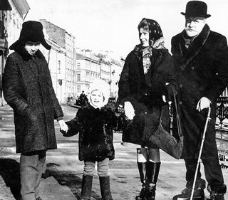 Жена и дети навещали СМОКТУНОВСКОГО на съёмочной площадке во время работы над фильмом «Чайковский» (Ленинград, 1969 г.)