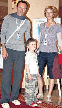 Дмитрий с женой Юлией и сыном Борисом