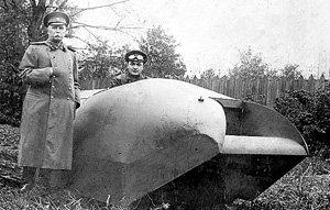 Дед звезды Александр Александрович в созданном на его заводе танке. Стоит в военной форме - генерал КАЛХЕЛЬБАРС